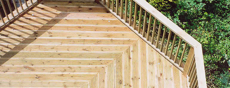 garden decking desin and build